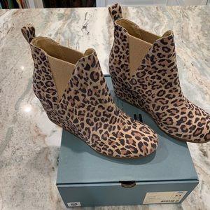 TOMS. Kelsey desert tan leopard print suede bootie